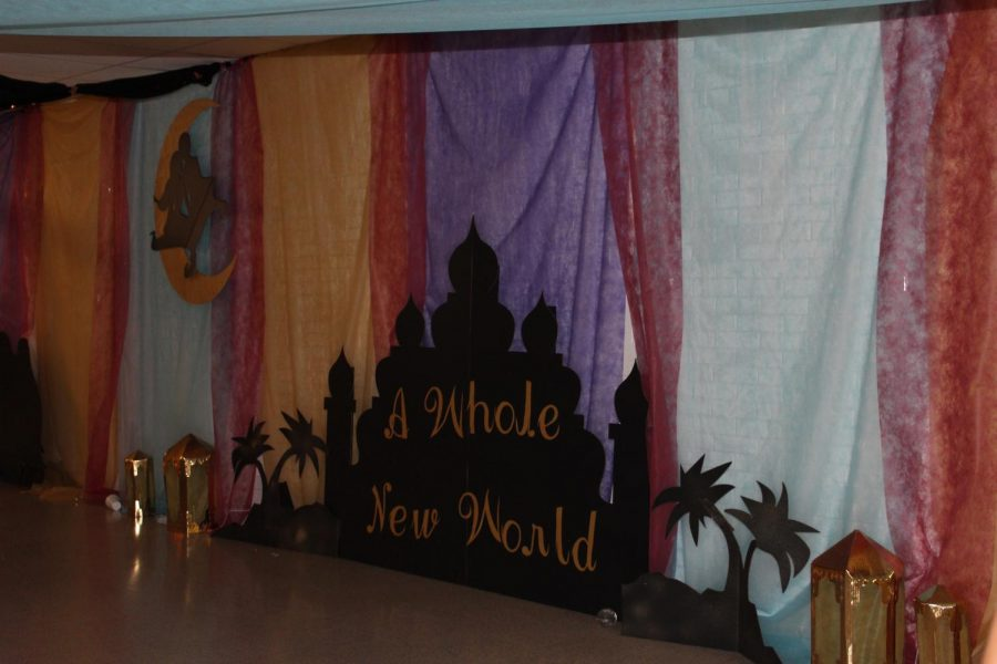 Student+Council+members+spent+hours+making+the+halls%2C+gyms+and+cafeteria+into+a+beautiful+and+fun+setting.